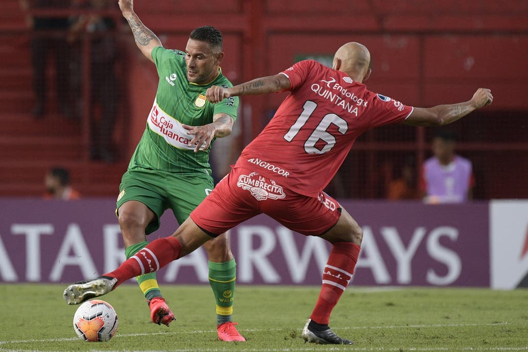 En su debut en la Sudamericana Argentinos rescató un empate