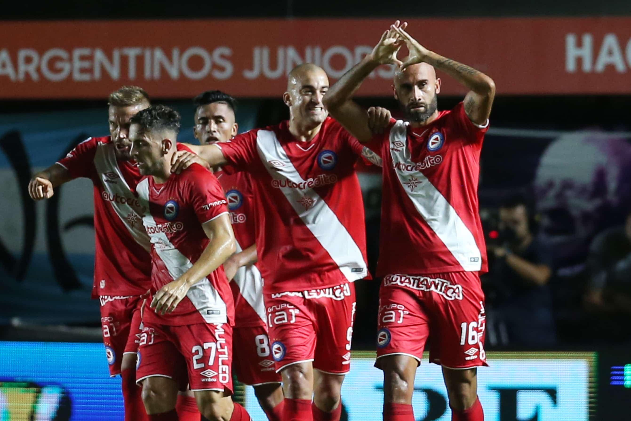 Argentinos venció a Rosario Central y se afianza en la  clasificación a la Libertadores